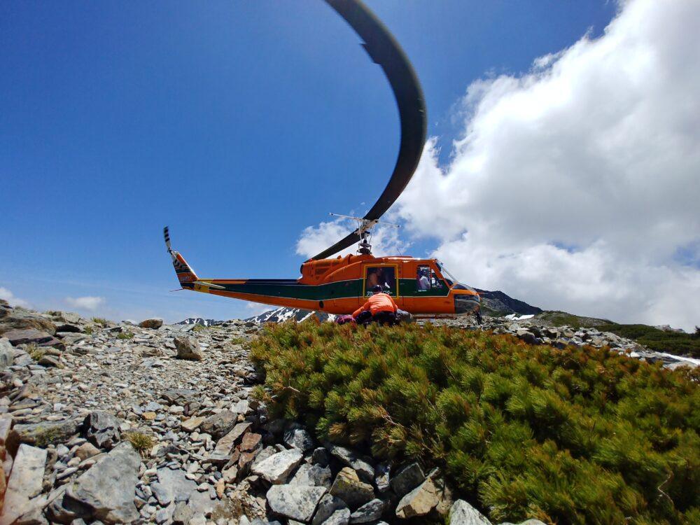 ヘリコプターで北岳山荘へ