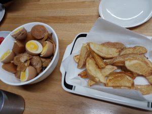 鶏のさっぱり煮とフライドポテト