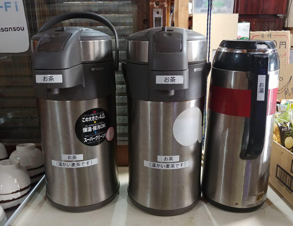無料のホット麦茶&お湯