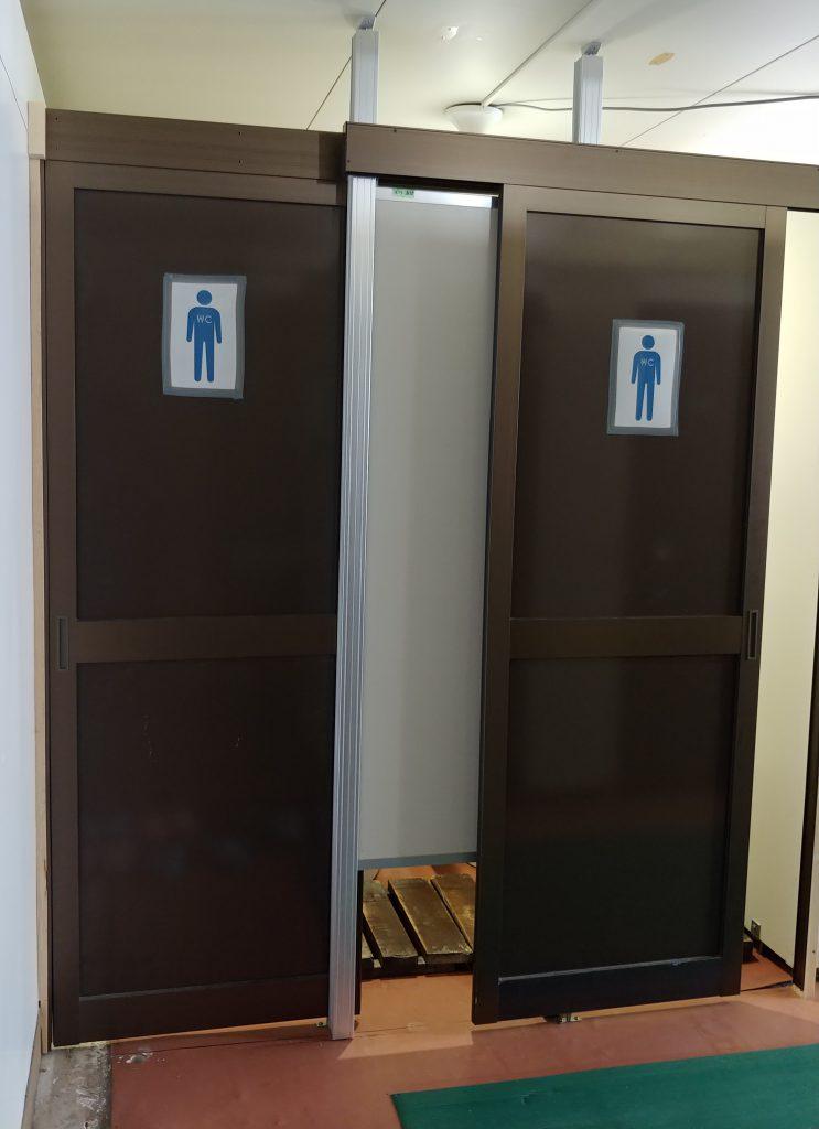 入ってすぐに男性用のトイレがあります!小用