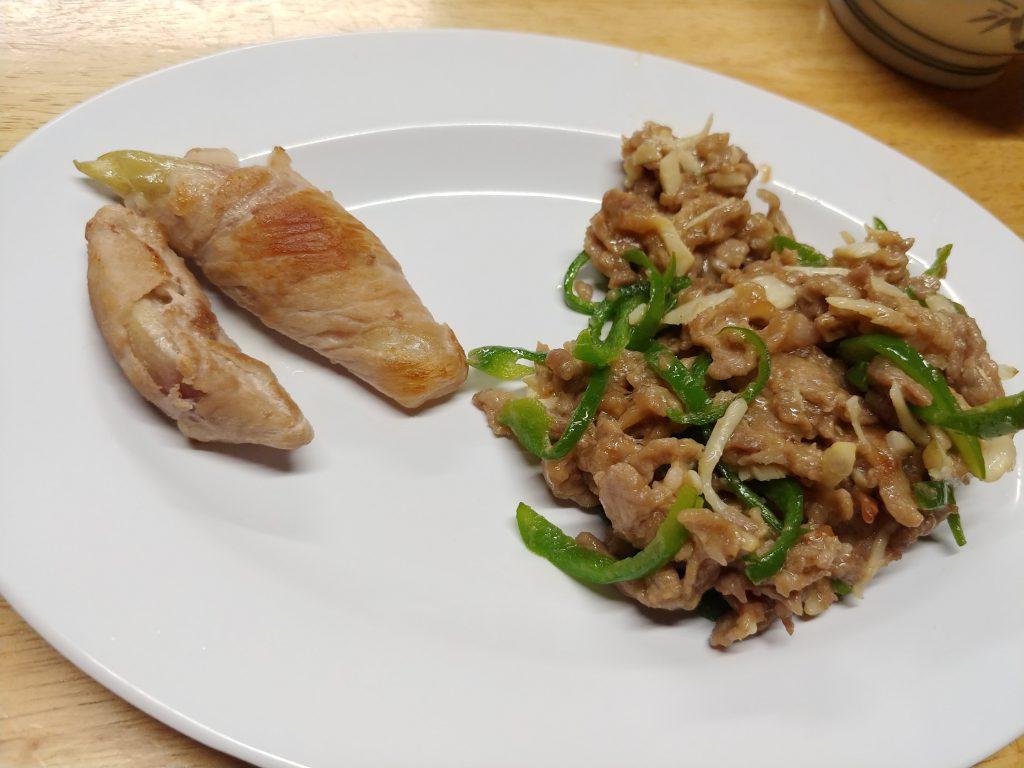 ミョウガの豚肉巻き(左)と青椒肉絲(右)✨