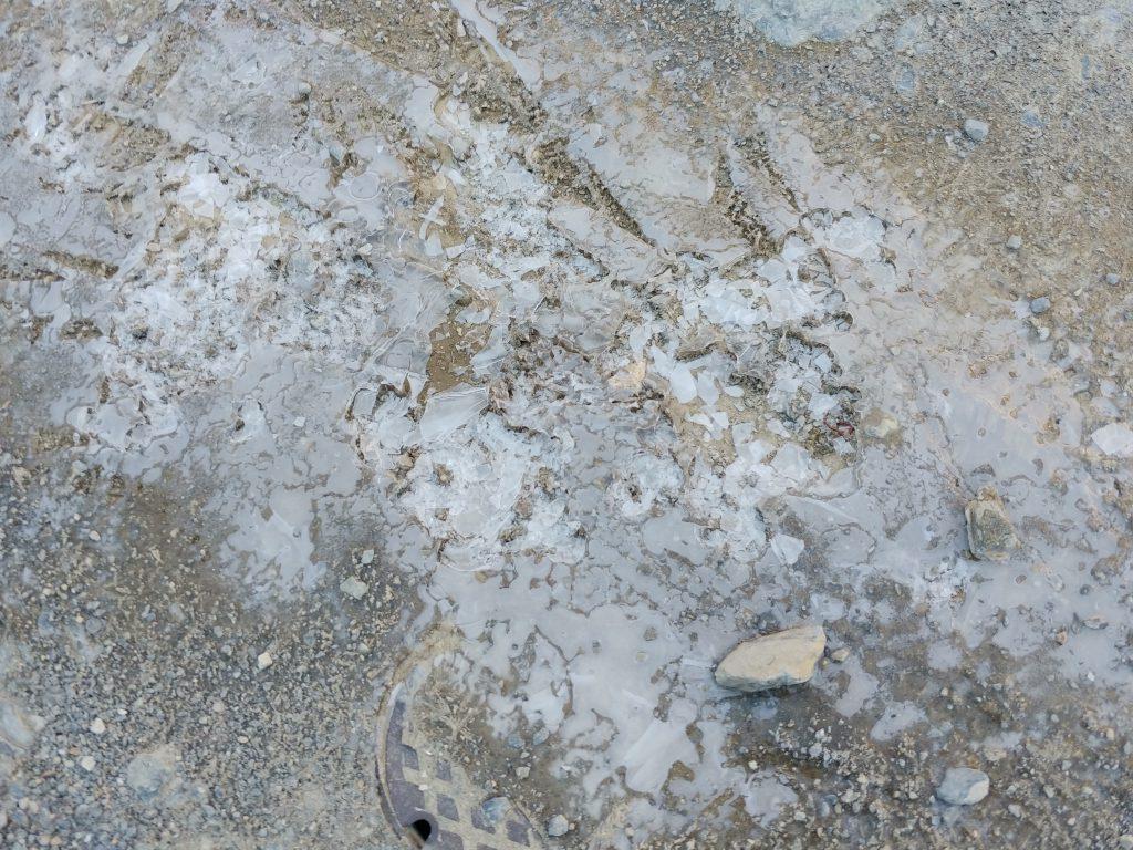 山荘外の薄氷❄️