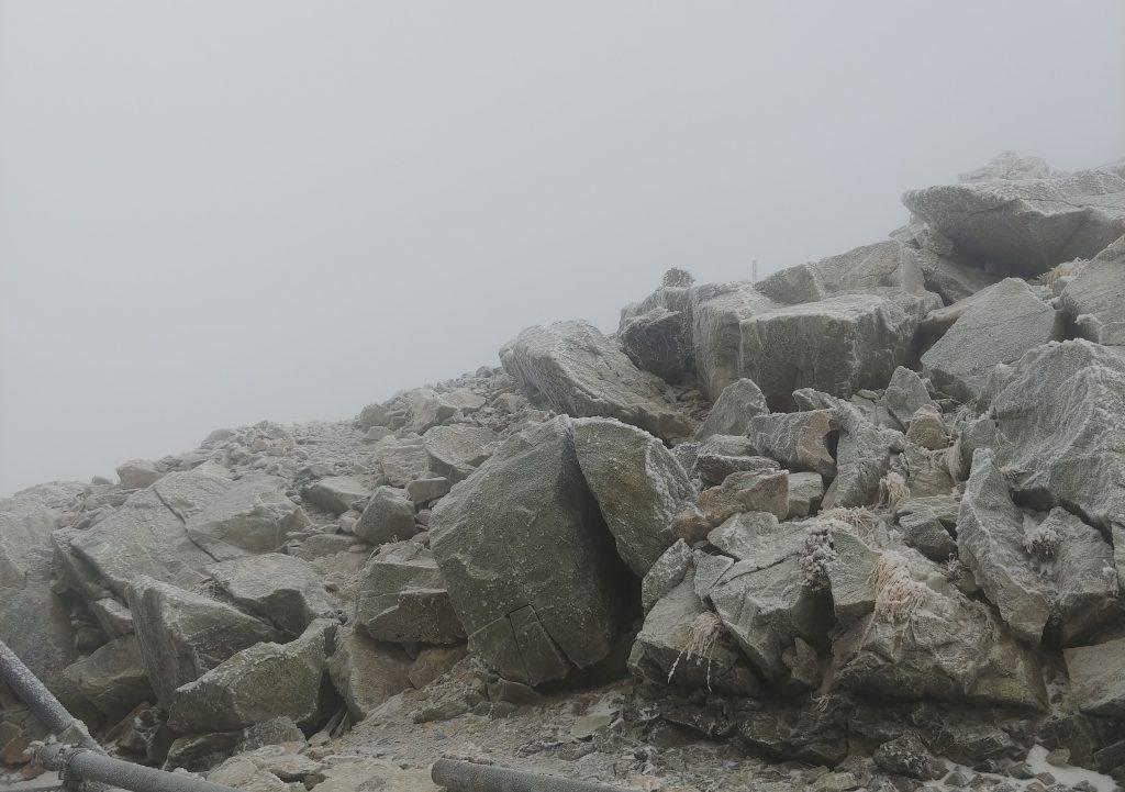 岩の引きの画🏔️✨